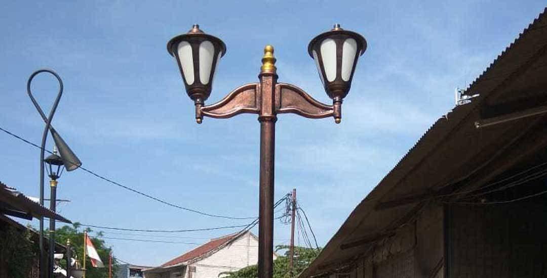tiang lampu jalan
