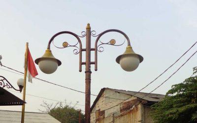 Pemasangan Tiang Lampu Jalan